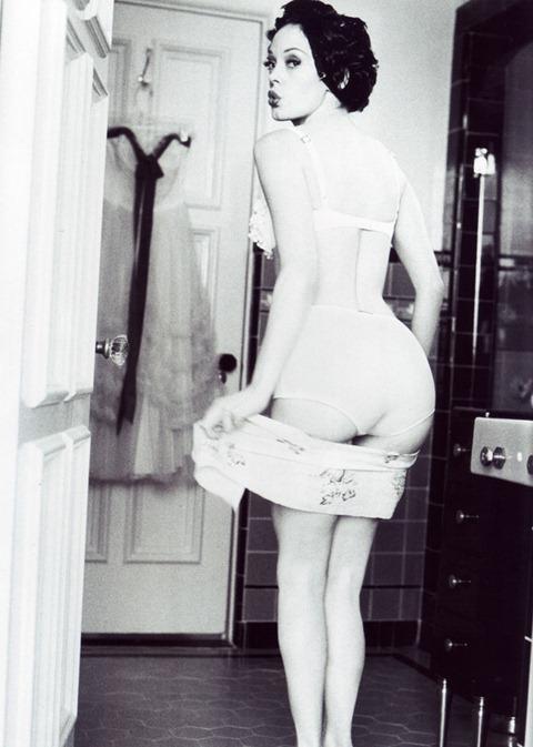 Красочная фотосессия Роуз Макгоуэн от Эллен фон Унверт