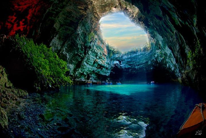 Завораживающая красота пещеры Меллисани в Греции