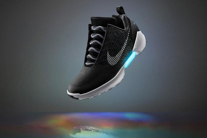 Автоматически завязывающиеся шнурки кроссовок Nike HyperAdapt!