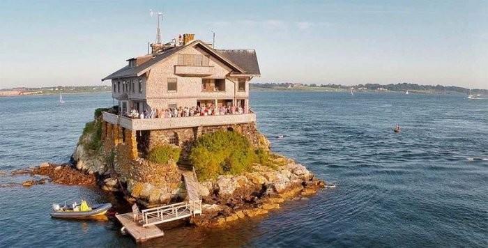Дом на скале в Америке