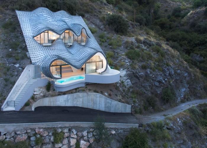 Уникальный дом на берегу моря в Италии