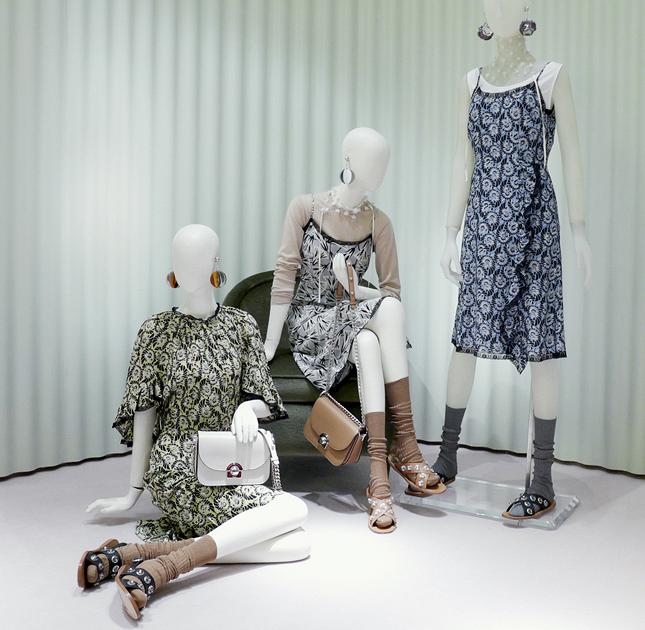 Одежда весенней линии Prada