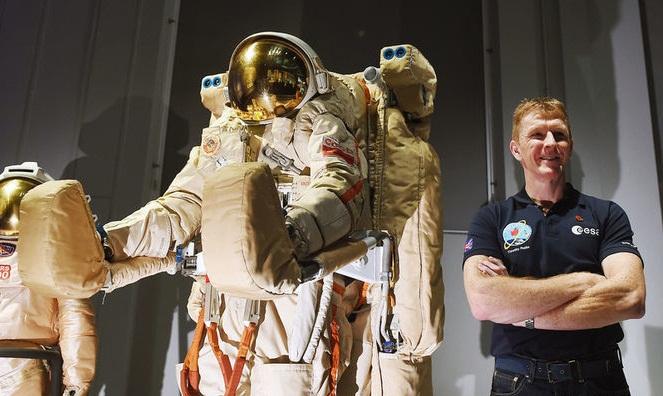 Марафон в космосе: первый мужчина в забеге