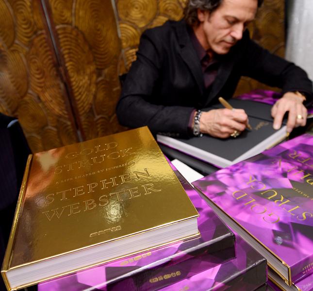 Goldstruck – биографическая книга с украшениями