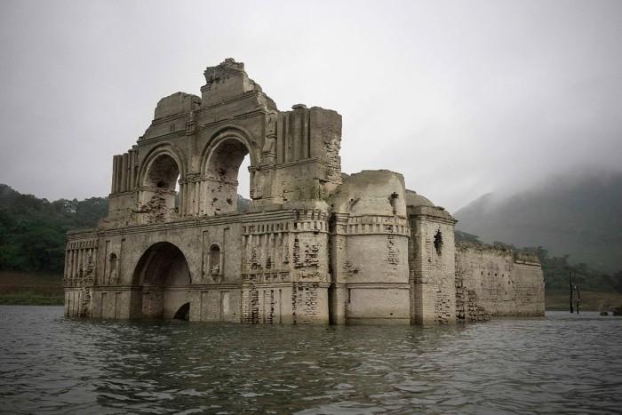 400 летняя церковь на воде