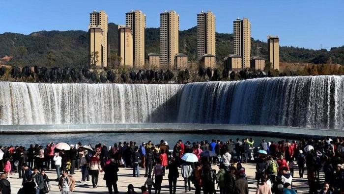 Самый большой рукотворный водопад в Азии