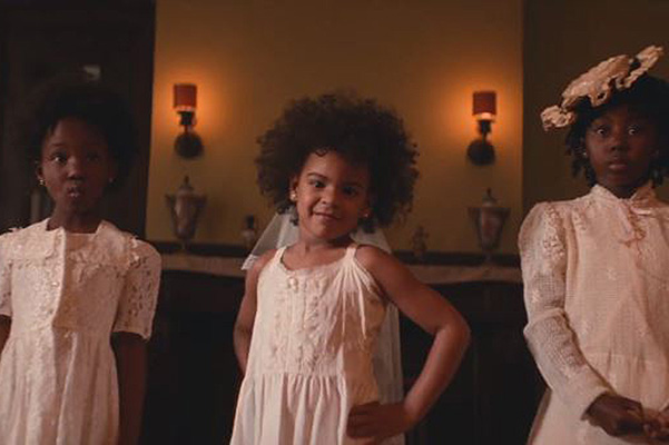 Бейонсе и ее дочка в клипе Formation