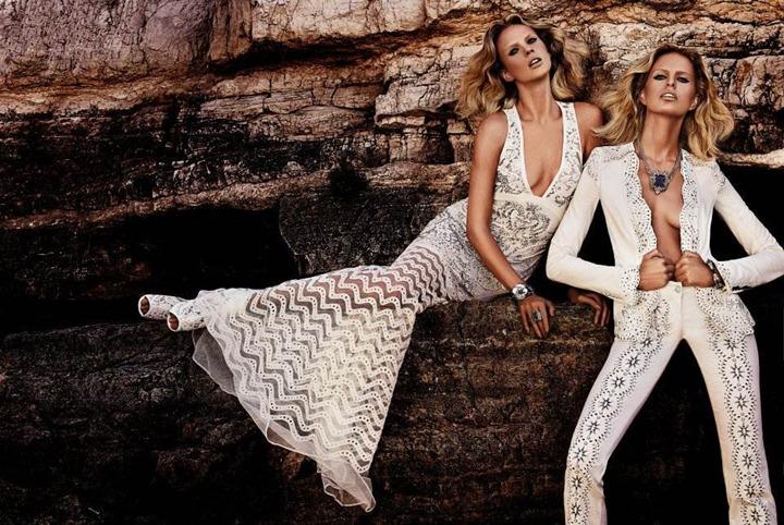 Каролина Куркова и Анна Вялицына в рекламной кампании Roberto Cavalli 2013
