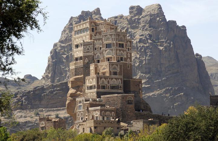 Дворец на скале
