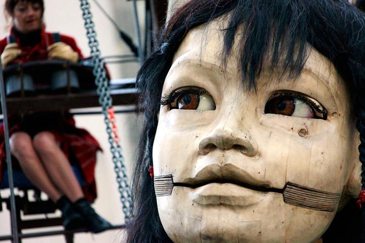 Гигантские куклы из театра Роял Де Люкс