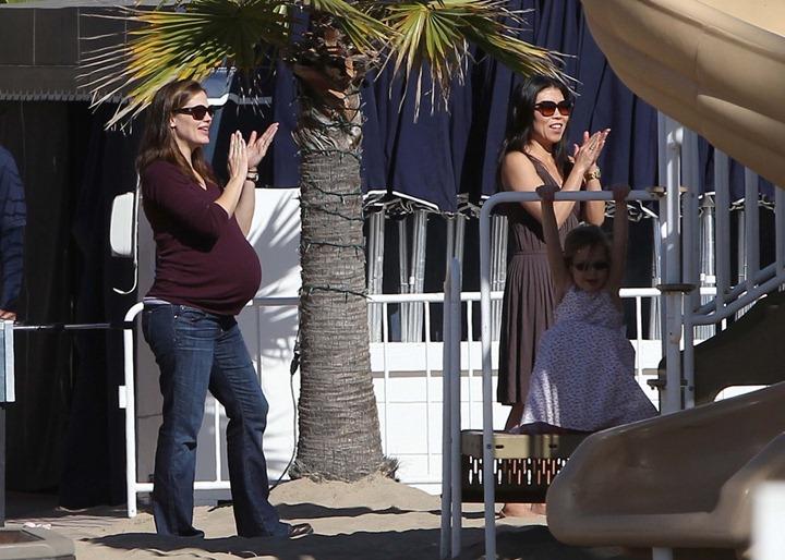 Дженнифер Гарнер в Санта Монике и Брентвуде с дочками