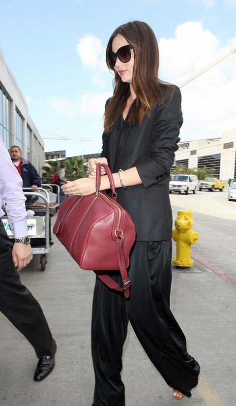 Орландо Блум с сыном в аэропорту Лос Анджелеса