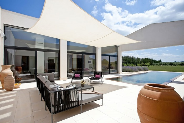 Абсолютно белый и аккуратный дом для отдыха на Майорке, Испания
