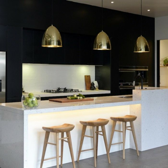 Мечта хозяйки: 10 лучших чёрно белых кухонь
