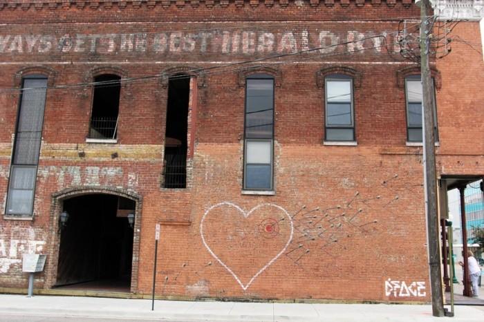 14 проявлений чувств любви в работах стрит арт художников