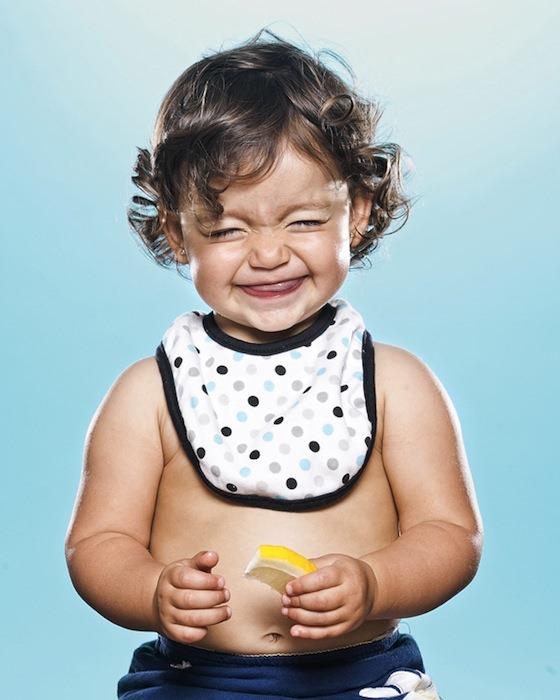 Реакция деток на первый лимон