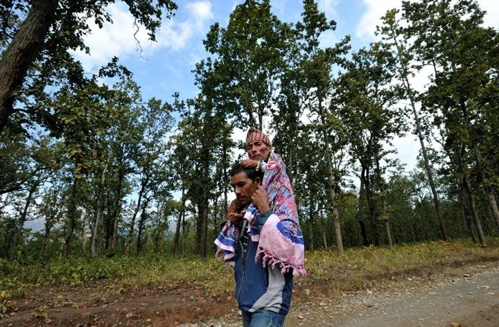 Самый маленький человек в мире найдет в непальской деревни