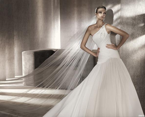 Широкий выбор свадебных нарядов