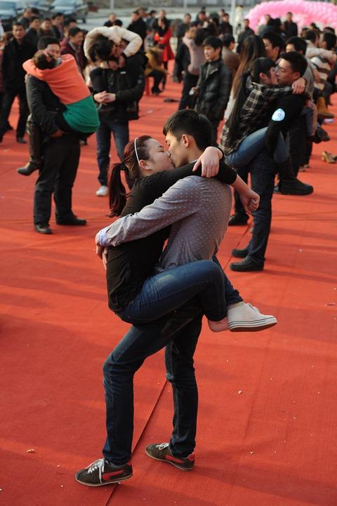 Конкурс на самый долгий поцелуй в Китае