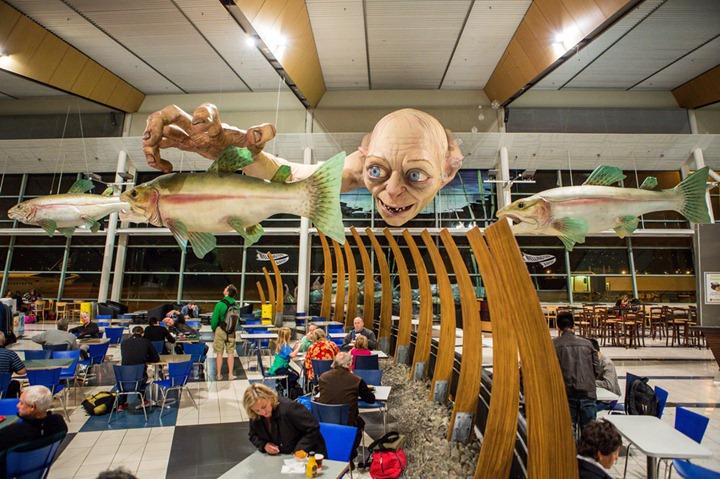 Гигантская статуя Голлума в аэропорту Новой Зеландии