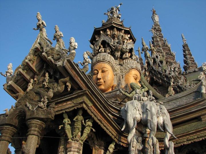 Поразительная архитектура Храма Истины в Тайланде