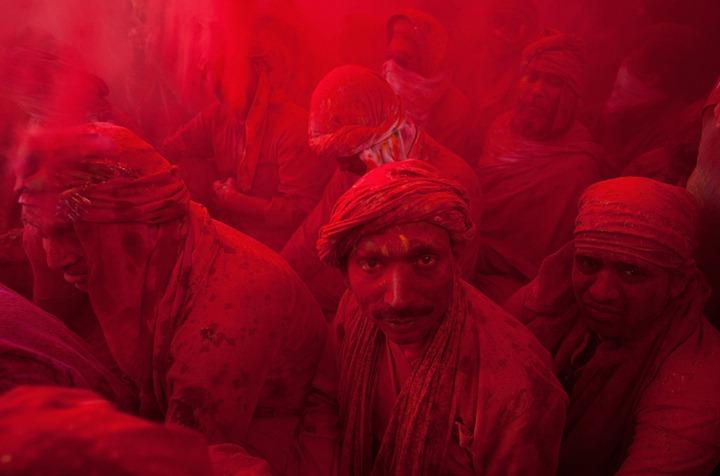 Фестиваль красок Латхмар Холи