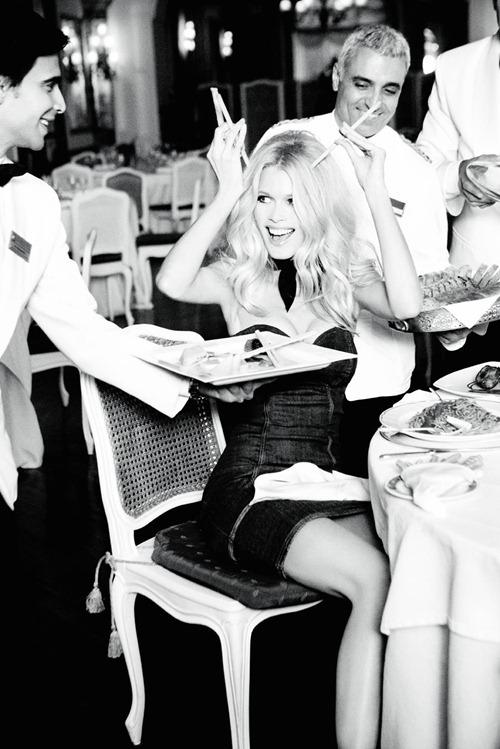 Клаудиа Шиффер в образе Бриджит Бардо для рекламной кампании Guess