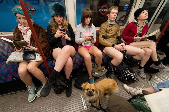 """Ежегодная глобальная """"Езда в метро без штанов"""""""