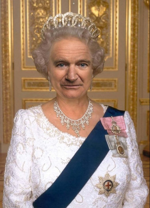 Robin-Williams-as-the-Queen--54492