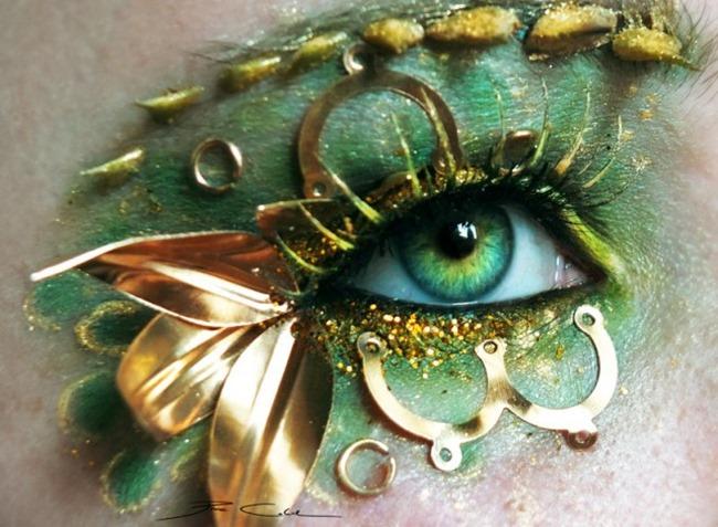 Это художественным макияжем глаз
