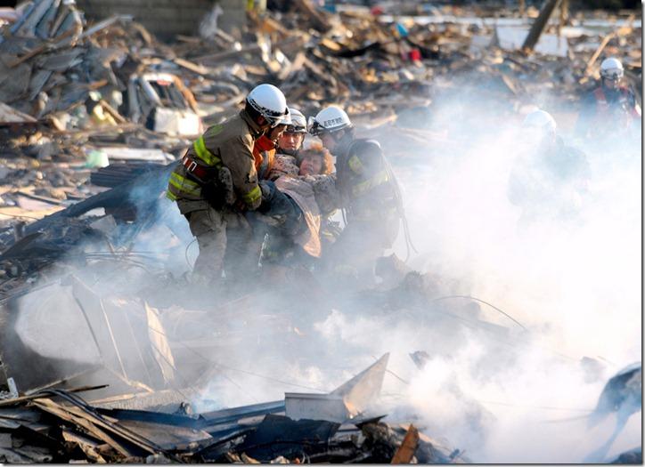 Землетрясение и цунами в Японии в фотографиях