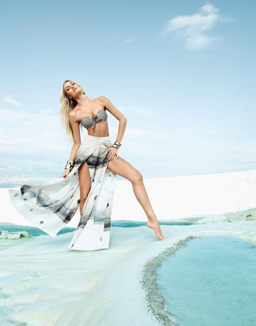 Кэндис Свейнпол в пляжной фотосессии Agua de Coco