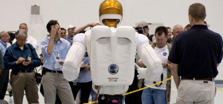 Робот НАСА дебютирует на космической станции
