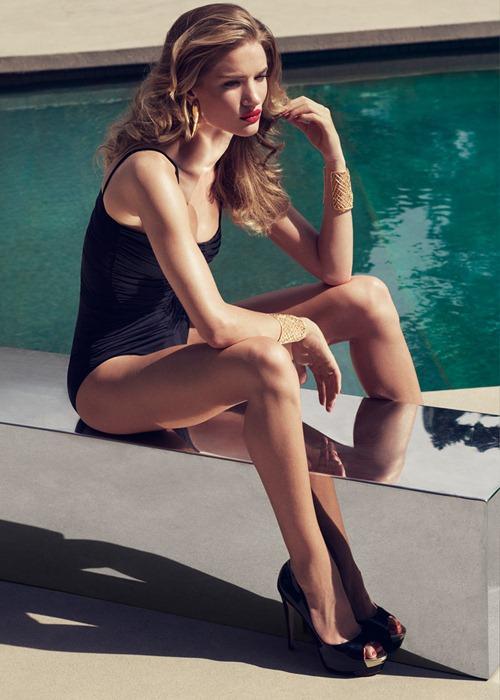 """""""Страстная богиня"""" Рози Хантингтон Уайтли для Harpers Bazaar"""