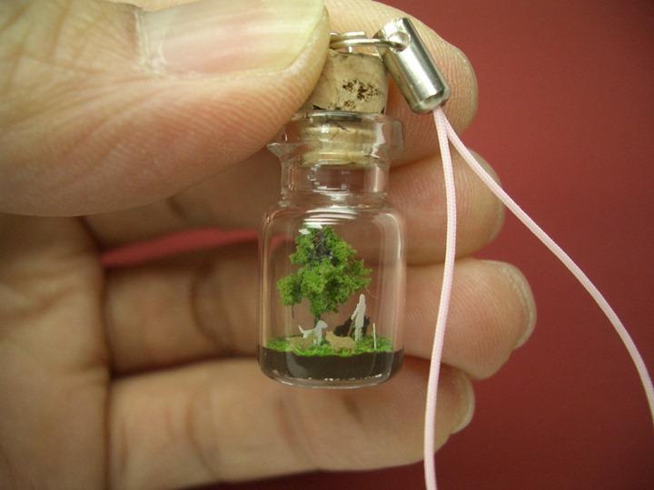 Миниатюры в крошечных бутылочках от Akinobu Izumi
