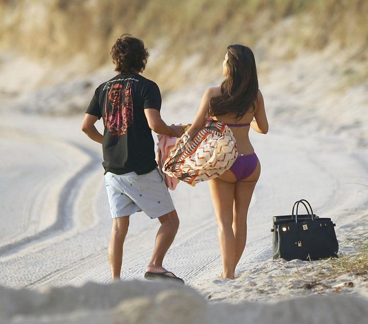 Ким Кардашян показала свои аппетитные формы на пляже в Майами