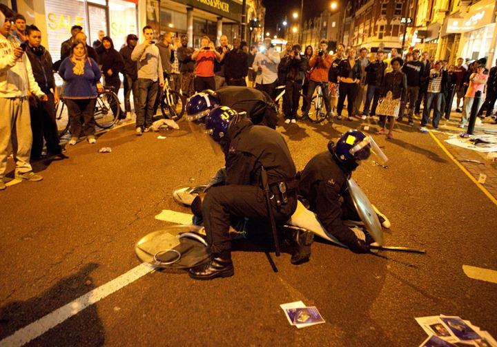 Беспорядки в Лондоне продолжаются