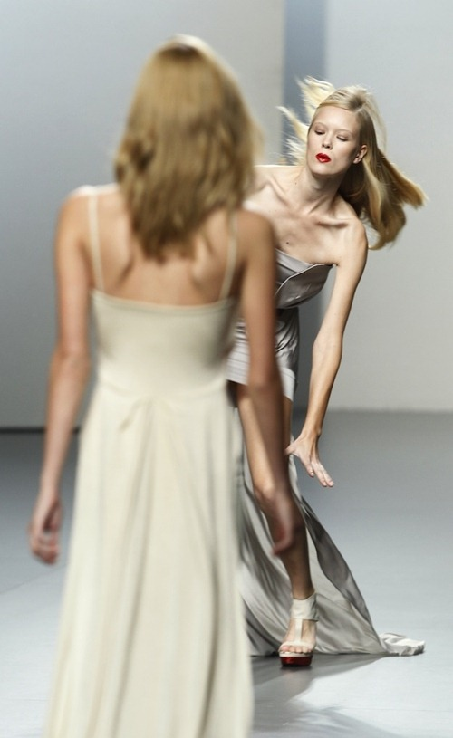 Когда модели падают