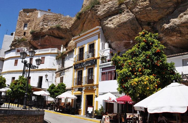 Сетениль де лас Бодегас – испанский город, затерянный в камнях