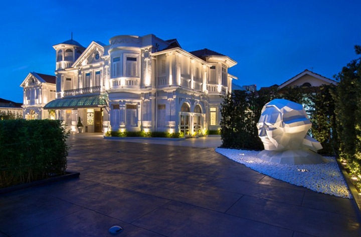 Белоснежный отель Macalister Mansion в Малайзии