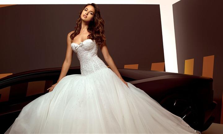 Ирина Шейк в свадебных нарядах Alessandro Angelozzi