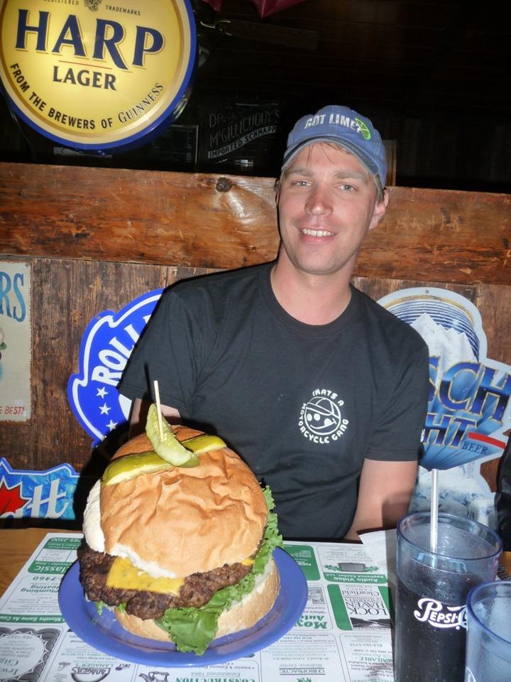 Самый большой гамбургер и чизбургер в