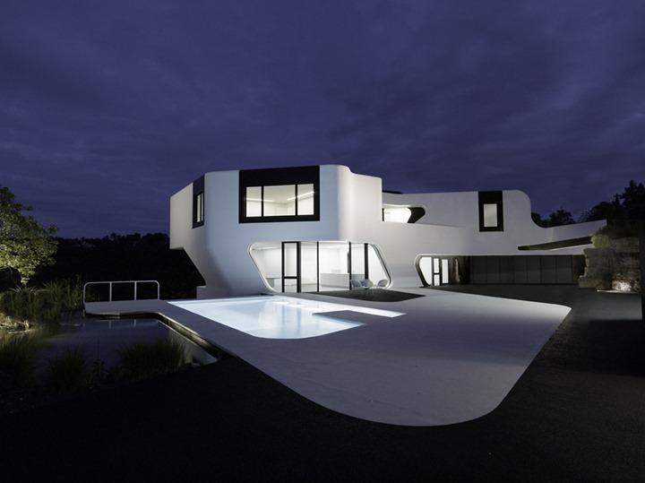 Необычный архитектурный подход к дому от J. Mayer H